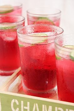 Roselle Cordial, this is a must try & add a little champagne? Fruit Drinks, Non Alcoholic Drinks, Party Drinks, Beverages, Refreshing Drinks, Yummy Drinks, Roselle Juice, Homemade Wine, Cordial