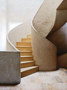 Escada de madeira e concreto. Designer: Fernando Caruncho. Fotógrafo: Simon Watson