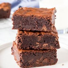 Greek Yogurt Brownies (no eggs, butter or oil = no pudge) These are soooo yummy! Landyn minus the nuts Healthy Desserts, Just Desserts, Healthy Baking, Delicious Desserts, Dessert Recipes, Yummy Food, Greek Yogurt Brownies, Yummy Treats, Sweet Treats