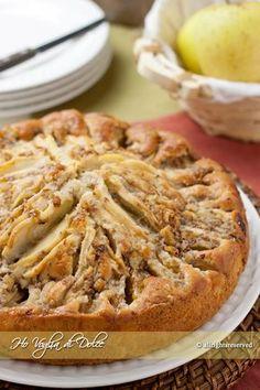 Torta di mele e noci, ricetta per la colazione, merenda, tè pomeridiano. Soffice, leggera, morbida e rustica grazie alla presenza delle noci. Facile da preparare