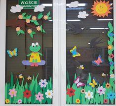 Classroom Window Decorations, School Decorations, Decoration Creche, Class Decoration, Bird Crafts, Diy And Crafts, Window Pane Crafts, Felt Flowers Patterns, Jungle Theme Birthday