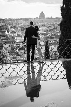 Proposing overlooking Rome from the Pincio terrace overlook. Photography by the Andrea Matone photographer studio Couple Posing, Couple Photos, Surprise Engagement, Proposal Photography, Couples Images, Anniversary Photos, Photographic Studio, Black And White Pictures, Rome Italy