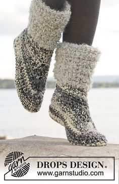 Crochet DROPS slippers in 2 strands Big Fabel or 4 strands Fabel. Size 35 - Free pattern by DROPS Design. Crochet Slipper Boots, Crochet Slipper Pattern, Knitted Slippers, Knit Or Crochet, Crochet Crafts, Free Crochet, Soft Slippers, Slipper Socks, Crochet Designs