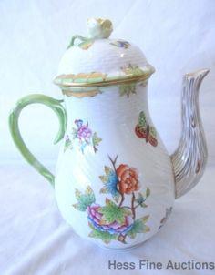 Vintage Herend Porcelain Queen Victoria Green Handpainted Rose Finial Teapot