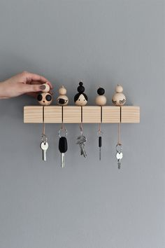 19 Diy Key Holder ideas, the most adorable ideas - Diy & Decor Selections Wood Crafts, Diy And Crafts, Creation Deco, Ideias Diy, Home And Deco, Diy Furniture, Diy Home Decor, Sweet Home, Diy Projects