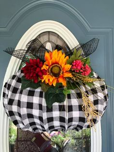 Dollar Tree Pumpkins, Dollar Tree Crafts, Fall Mesh Wreaths, Door Wreaths, Easy Fall Crafts, Holiday Crafts, Fall Pumpkins, Burlap Pumpkins, Weekend Crafts