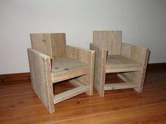 kinderstoeltje van steigerhout