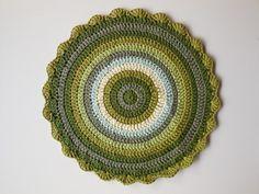Wink's mandalas blanket: memory mandalas Blog Crochet, Crochet Mandala Pattern, Crochet Instructions, Doilies, Decorative Plates, Tapestry, Blanket, Instagram, Crocheting