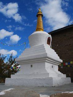 Templo Budista de Kalpa, estado de Himachal Pradesh, Índia.  Fotografia: Sanyam Bahga.