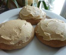 Grandma's white pancakes with cream sugar - Soft cookies covered with cream sugar icing - Quebec Great Desserts, Cookie Desserts, Delicious Desserts, Dessert Recipes, Yummy Food, Cookie Recipes From Scratch, Best Cookie Recipes, Vegan Recipes, Super Cookies