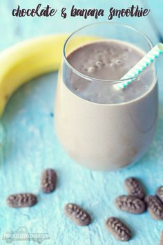 Chocolate and Banana Smoothie: This is an amazingly satisfying breakfast smoothie! Definitely add this one to your list!! #morningwin #ad