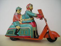 1950s-1960s Tin Toy Scooter Motorcycle Beautiful Litho