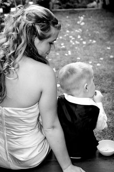 Brides maid and ring bearer photrogrophy idea