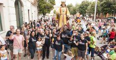 La Federació d'Entitats Socio-Culturals de Salt , que vol gestionar l'Ateneu, es va presentar amb un brindis al juliol Foto: M.LLADÓ.