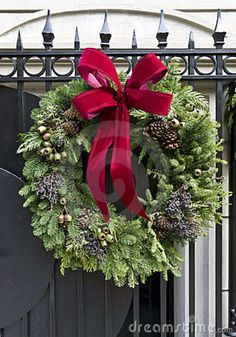 New York City Christmas Wreath Stock Photos - Image: 22599393