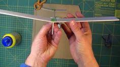 Cómo hacer un avión con madera de balsa utilizando cola como ...