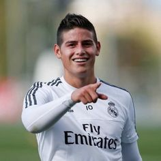 Real Madrid finished the first training session preparing for the game against PSG in Champions League & Bale is back on the training pitch James Rodriguez, Fc Bayern Munich, Football Is Life, Soccer Shirts, Soccer Players, Funny Faces, Champions League, Embedded Image Permalink, Celebrity Crush