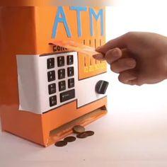 We make a homemade ATM for children - GIF Cardboard Box Crafts, Paper Crafts Origami, Diy Videos, Craft Videos, Cool Diy, Easy Diy, Fun Diy, Clever Diy, Diy Crafts Life Hacks