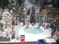 TRAIN-VILLAGE-HOUSE-034-WINTER-HOCKEY-ICE-SKATING-POND-034-plus-DEPT-56-LEMAX-info