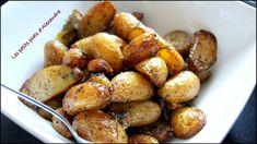 POMMES DE TERRE GRENAILLE AU FOUR (Pour 6 P : 1 kg de pommes de terre Grenailles, 8 gousses d'ail en chemise (non épluchées), 3 c à c d'herbes de Provence, 1 c à c de paprika, 1 c à c de mélange 4 épices, quelques branches de romarin, un peu de fleur de sel, de l'huile d'olive (en quantité suffisante pour enrober les pommes de terre) Some Recipe, Pretzel Bites, Kung Pao Chicken, Barbecue, Good Food, Chips, Food And Drink, Menu, Bread