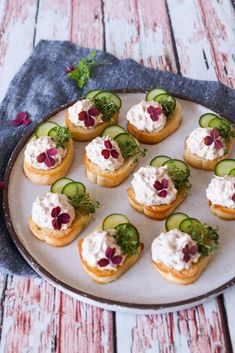 Vegetarian Appetizers, Appetizer Recipes, Tapas, Party Food Platters, Cooking Cookies, Recipes From Heaven, Food For A Crowd, Finger Foods, Food Inspiration