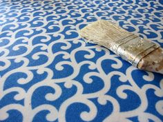 How to make a custom rug out of scraps of laminate flooring and a piece of fabric!