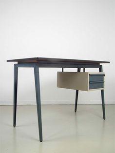 Desk Marko