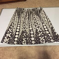 Cato skirt Size 6!❤️ Pretty every day 100 percent cotton skirt with under liner ...size 6. Gently used but in great condition- Cato. 23 inches long Cato Skirts