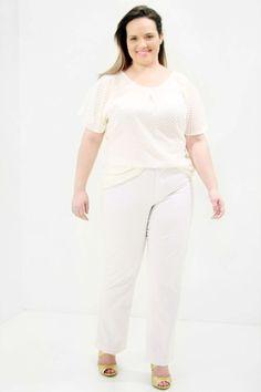 Túnica Chiffon Flocos Off White Túnica Plus Size em chiffon com flocos mangas em forma de babado com detalhe de prega no decote Forrrada de cetim #tunicaplussize #plussize #modaplussize #modaplussizebrasil #mulherplussize #mulheresplussize #tamanhogrande #vickttoriavick #modaplussizebr #plussizebrasil #plussizefashion #modagg #moda #fashion #feitonobrasil #plussizes #plussizebr #gordinhasdobrasil #modafemininaplussize #somosplussize #lojaplussize #lojafeminina #mulheresreais