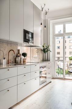 Contemporary Apartment with Neutral and Soft Palette Interior Kitchen Room Design, Home Room Design, Home Decor Kitchen, Interior Design Kitchen, Kitchen Furniture, New Kitchen, Home Kitchens, Beige Kitchen, Scandinavian Kitchen
