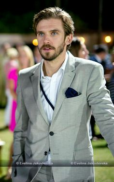 Dan Stevens - Sentebale Polo Cup presented by Royal Salute World Polo at Ghantoot Racing and Polo Club, November 2014 (x) Hello Gorgeous, Gorgeous Men, Beautiful People, Dan Stevens Downton, The Guest 2014, Matthew Crawley, Beauty And The Beat, Cute Actors, Movies