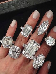 Diamond Rings : Diamonds are a girls best friend! - Buy Me Diamond Jewelry Box, Jewelry Accessories, Fine Jewelry, Jewelry Design, Cheap Jewelry, Jewelry Rings, Bling Bling, Ring Verlobung, Schmuck Design