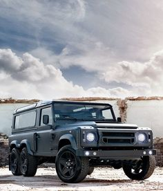 Zombie killer? Look no further than this Kahn Design Flying Huntsman 6×6. Click to find out why... #spon #autoawesome