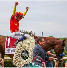 Mike Smith and Justify.winners of the Belmont Stakes. Justify won the triple crown and got his carnations. All The Pretty Horses, Beautiful Horses, Justify Triple Crown, The Belmont Stakes, Preakness Stakes, Triple Crown Winners, American Pharoah, Derby Winners, Cowboy Horse