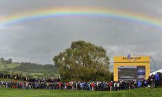 Un arco iris se proyecta sobre el cielo durante a tercera jornada de la Copa Ryder en el campo de golf de Celtic Manor, en Newport, Reino Unido ell domingo 3 de octubre de 2010. Foto Andy Rain / EFE / archivo