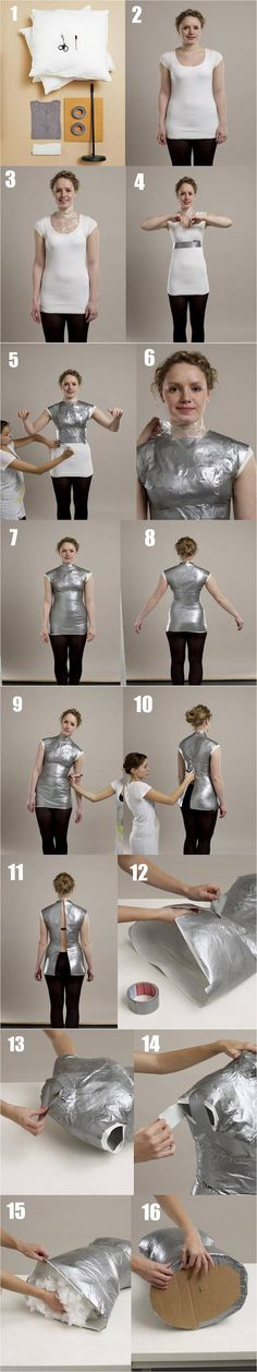 Aprenda a fazer um manequim de moulage Translated as.learn to make a moulage… Sewing Hacks, Sewing Tutorials, Sewing Crafts, Sewing Projects, Sewing Patterns, Techniques Couture, Sewing Techniques, Diy Clothing, Sewing Clothes