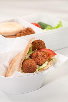 Zelfs falafel en pitabroodjes neem je makkelijk mee als lunch in de Rosti Mepal lunchbox Take a Break large!