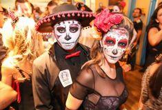 Fantasia de Caveira Mexicana: Simbologia e 40 modelos diferentes Adult Halloween, Halloween 2018, Halloween Costumes, Halloween Face Makeup, Face Paintings, Templates, Mexican Meals, Artists, Halloween Costumes Uk