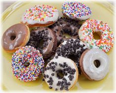 Recipes for Donut Maker. How to make easy doughnuts at home. Icing Recipe For Cake, Frosting Recipes, Icing Frosting, Donut Maker Recipes, Donut Flavors, Bon Ap, Healthy Donuts, Homemade Donuts, Homemade Recipe