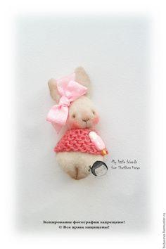 Купить ВкусНЯШКА. Кролик. Миниатюрная игрушка. БРОШЬ - бежевый, кролик, крольчонок, заяц, брошь, Мороженка