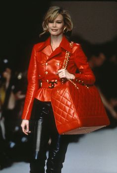 In Honor of Claudia Schiffer's Birthday, Here Are Some Epic FBFs of Her Walking for Chanel in the '90s