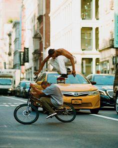 Daily Picdump – 20 Pics) – Wackyy Dump of The Day - Page 8 of 10 - Wackyy Skateboard Photos, Skate Photos, Cool Photos, Skate Art, Skater Boys, Skate Style, Street Culture, Burton Snowboards, Aesthetic Pictures
