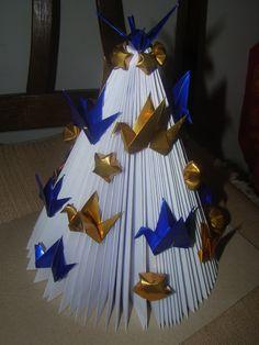 Árvore de Natal de revista com Tsuru ( magazines tree christimas - paper crane )