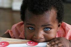 table aux yeux bleus - Baby Names Beautiful - Bebe So Cute Baby, Baby Love, Cute Kids, Cute Babies, Baby Kids, Beautiful Blue Eyes, Stunning Eyes, Pretty Eyes, Cool Eyes