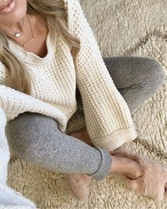 joggers outfit, slippers, sweater, sweater outfit, cozy