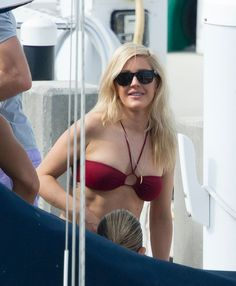 Ellie Goulding flaunts bikini body in tiny red two-piece as she ...