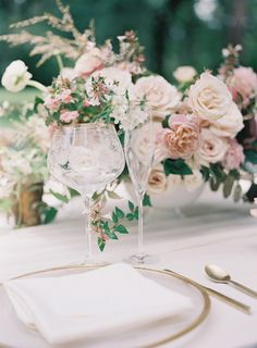Mauve is amongst leading stylish colors for fall winter season and spring wedding season. Should See Hottest Mauve Wedding Decorations for Your Upcomi. Mauve Wedding, Blush Pink Weddings, Romantic Weddings, Floral Wedding, Elegant Wedding, Wedding Flowers, Dream Wedding, Wedding Day, Trendy Wedding