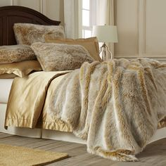 Sometimes mere luxury isn't enough—it's decadence you're after. That's when you bring out these golden ombre shams and blanket, with acrylic fur on one side and faux mink on the other. Either way you look at it, this is bedding that invites pure indulgence.