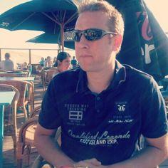 """Mijn lieve man Marco. Ontspannen na het werk. Eten bij """"La Cantina"""", strand Schevingen op 6 augustus 2015."""