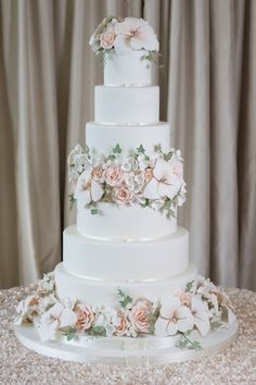 Amy Beck Cake Design - Chicago, IL | www.amybeckcakedesign.com | 6 tier wedding cake with sugar amaryllis,roses, blossoms and ivy.